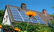 Солнечные батареи для дачи, установленные на крыше дома