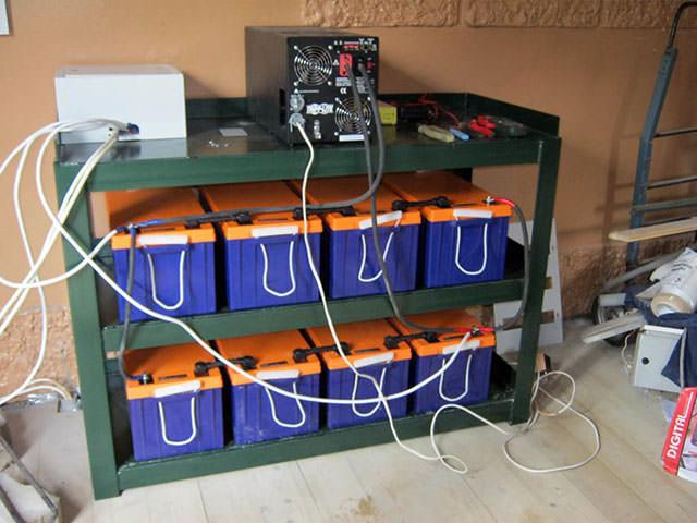 Инверторная система с восемью аккумуляторами