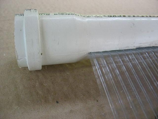 Фрагмент солнечного коллектора из пластиковой трубы и сотового поликарбоната